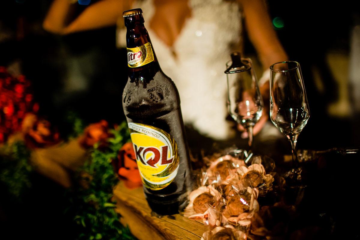 brinde de casamento com cerveja