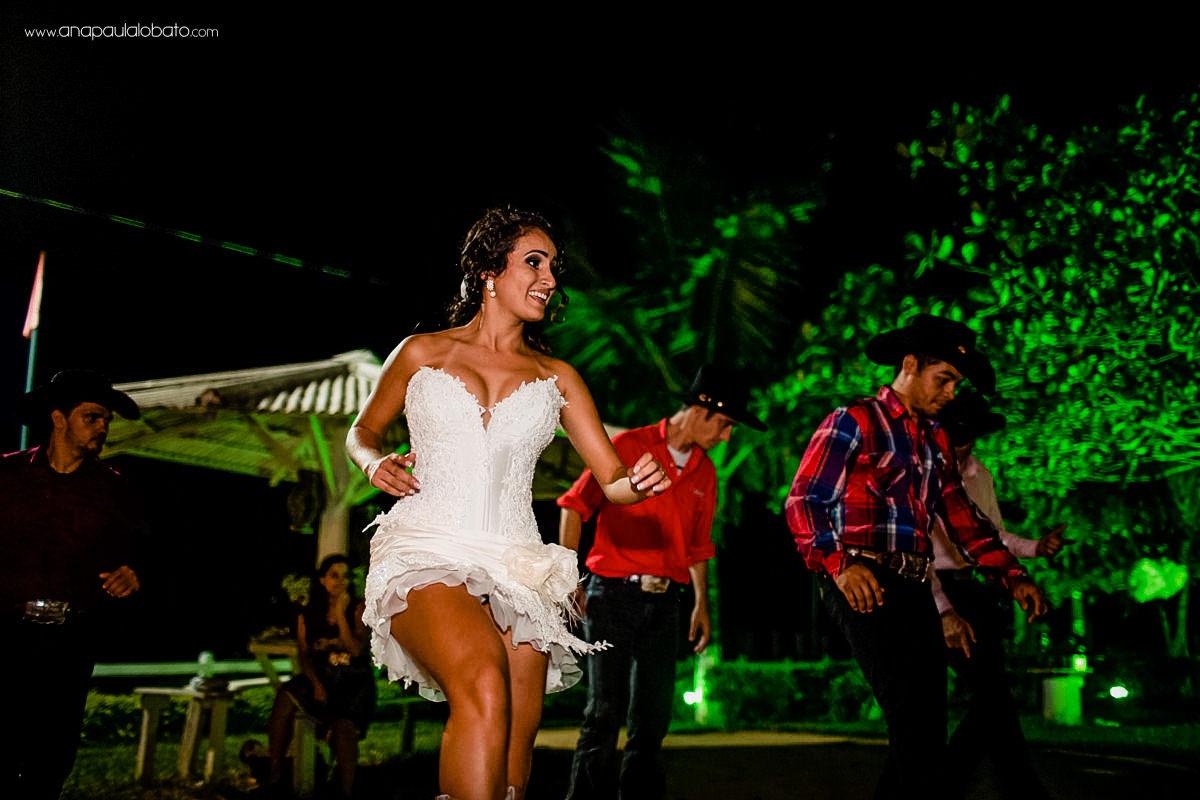 noiva dança música sertaneja