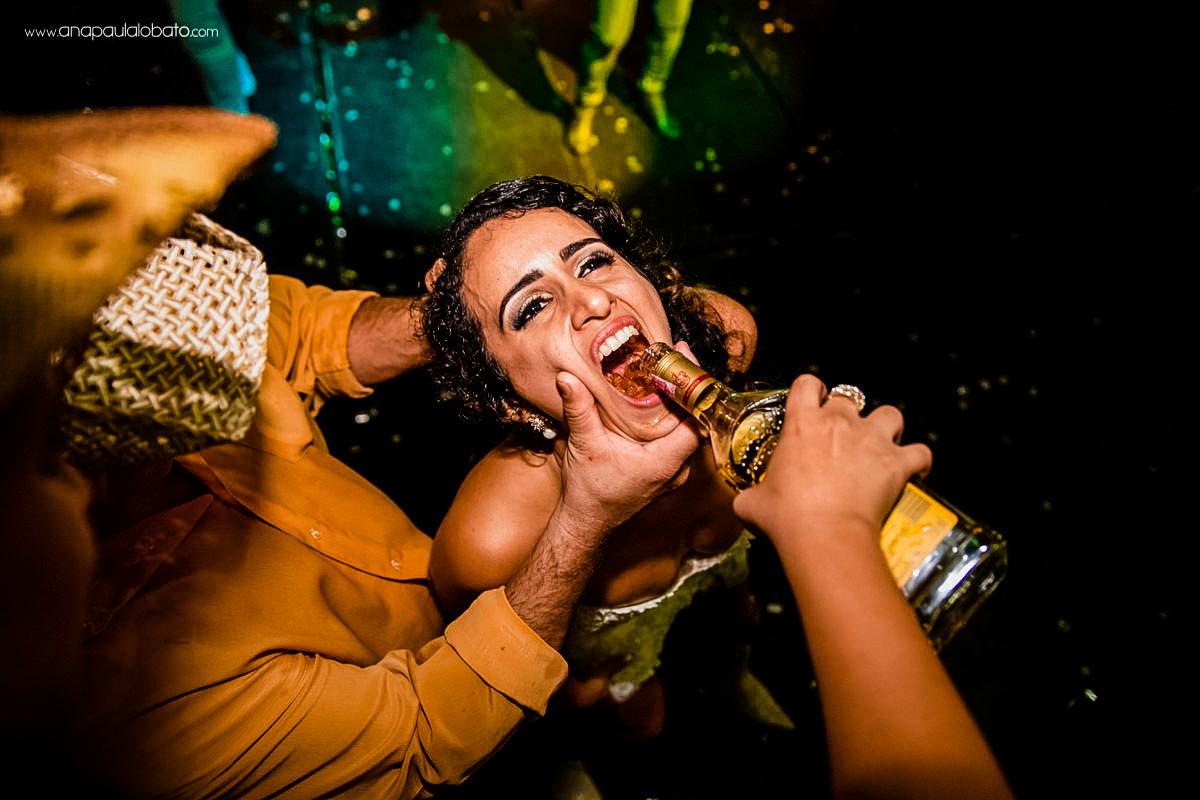 noiva ficando bêbada