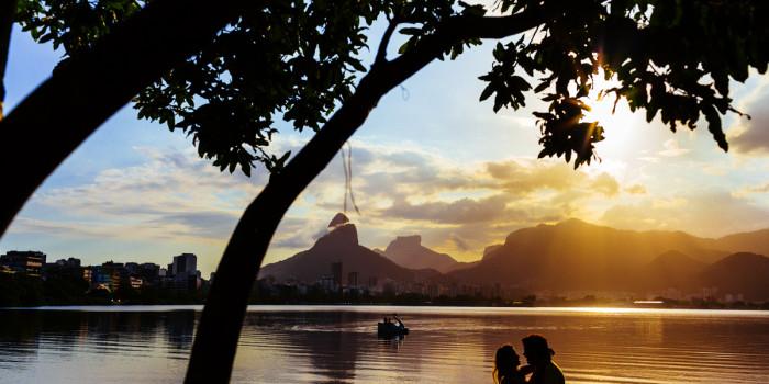 Couple beach photos | Rio de Janeiro, Brazil
