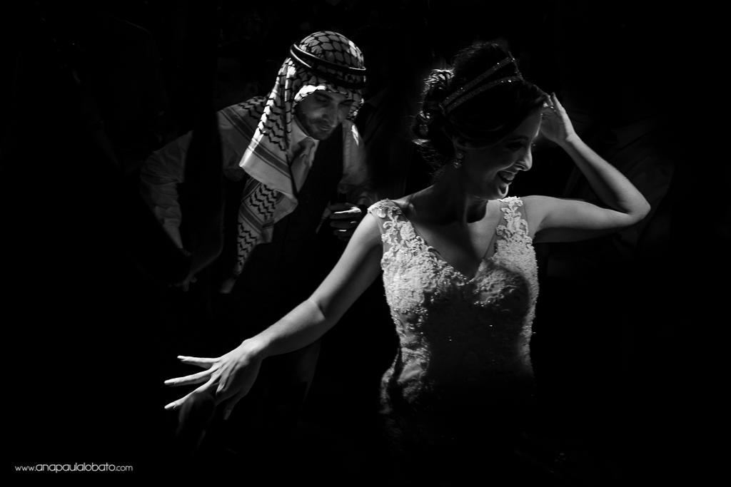 Dança do casal de noivos em casamento árabe