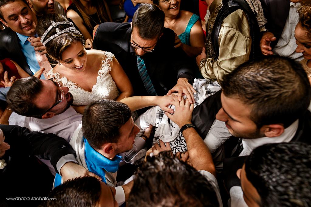 Momentos típicos de casamento árabe no Brasil evidenciam o encontro de culturas diferentes