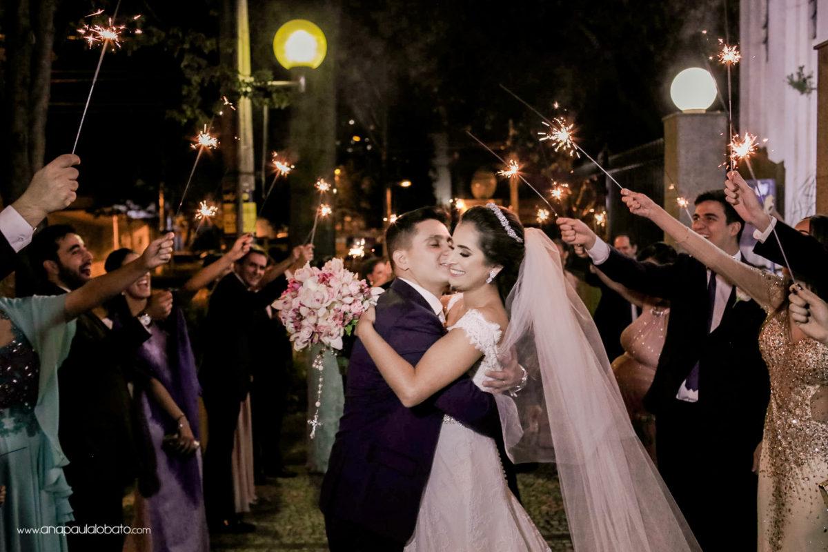 saída dos noivos igreja sparkles