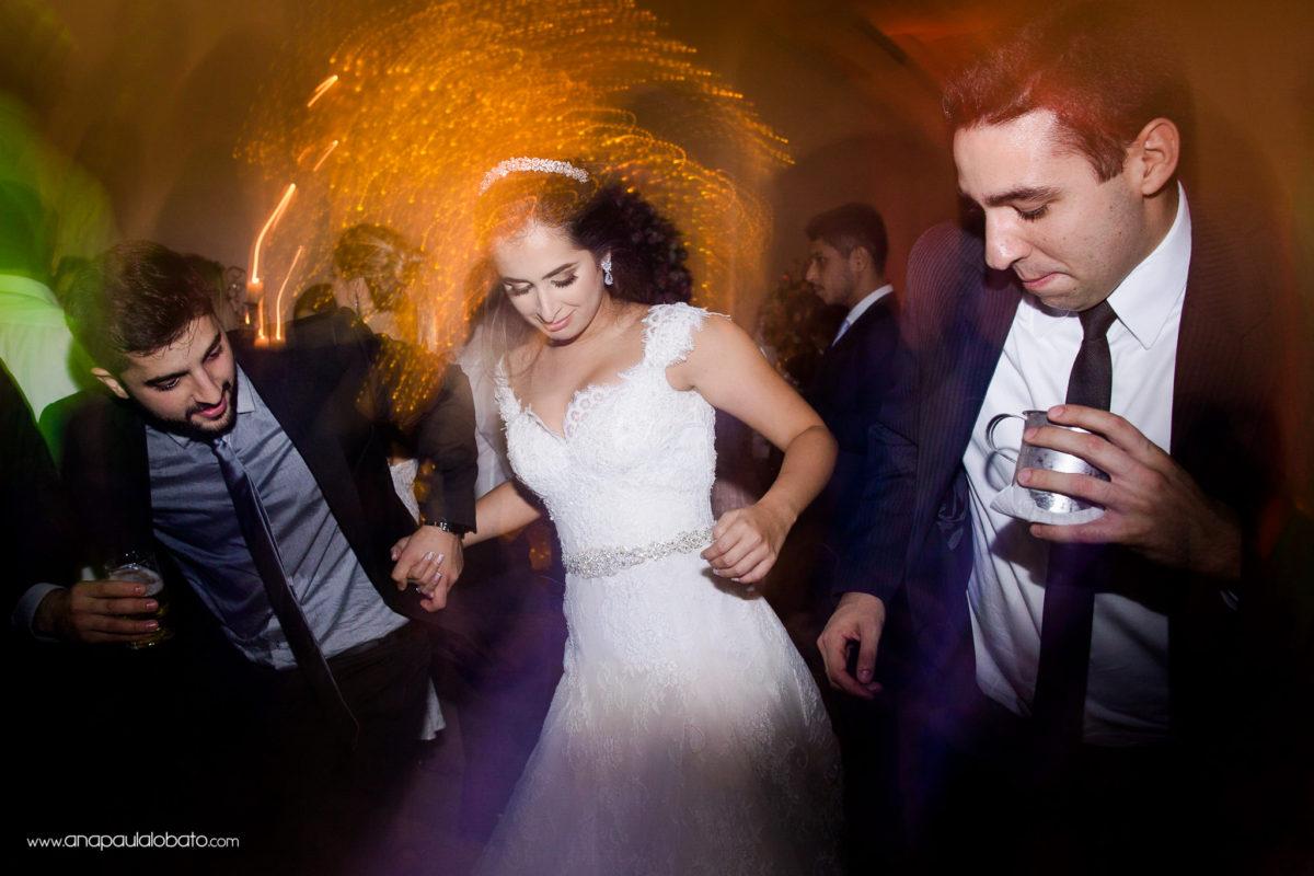 noiva dançando festa