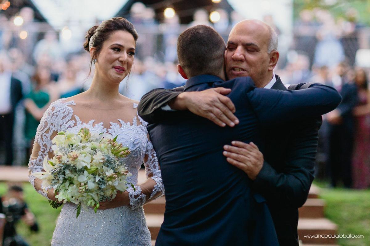 abraço sogro e noivo