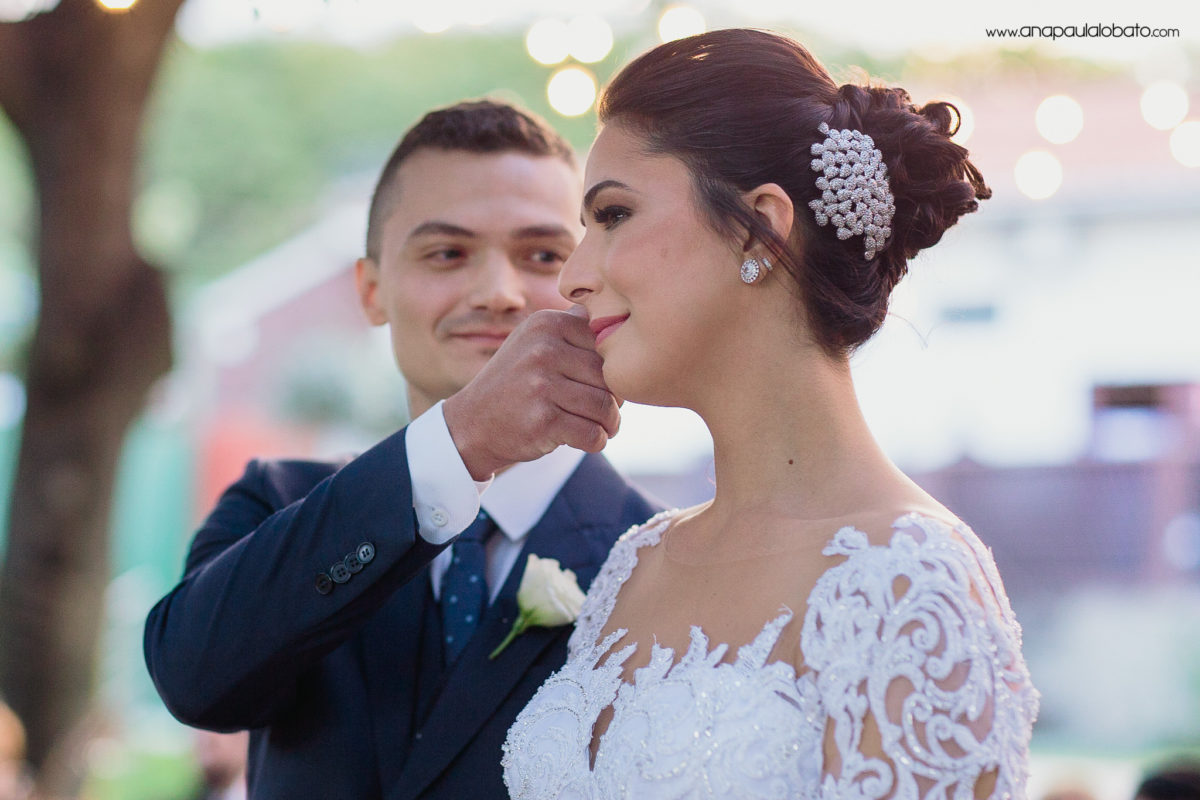 noiva emocionada noivo lágrima