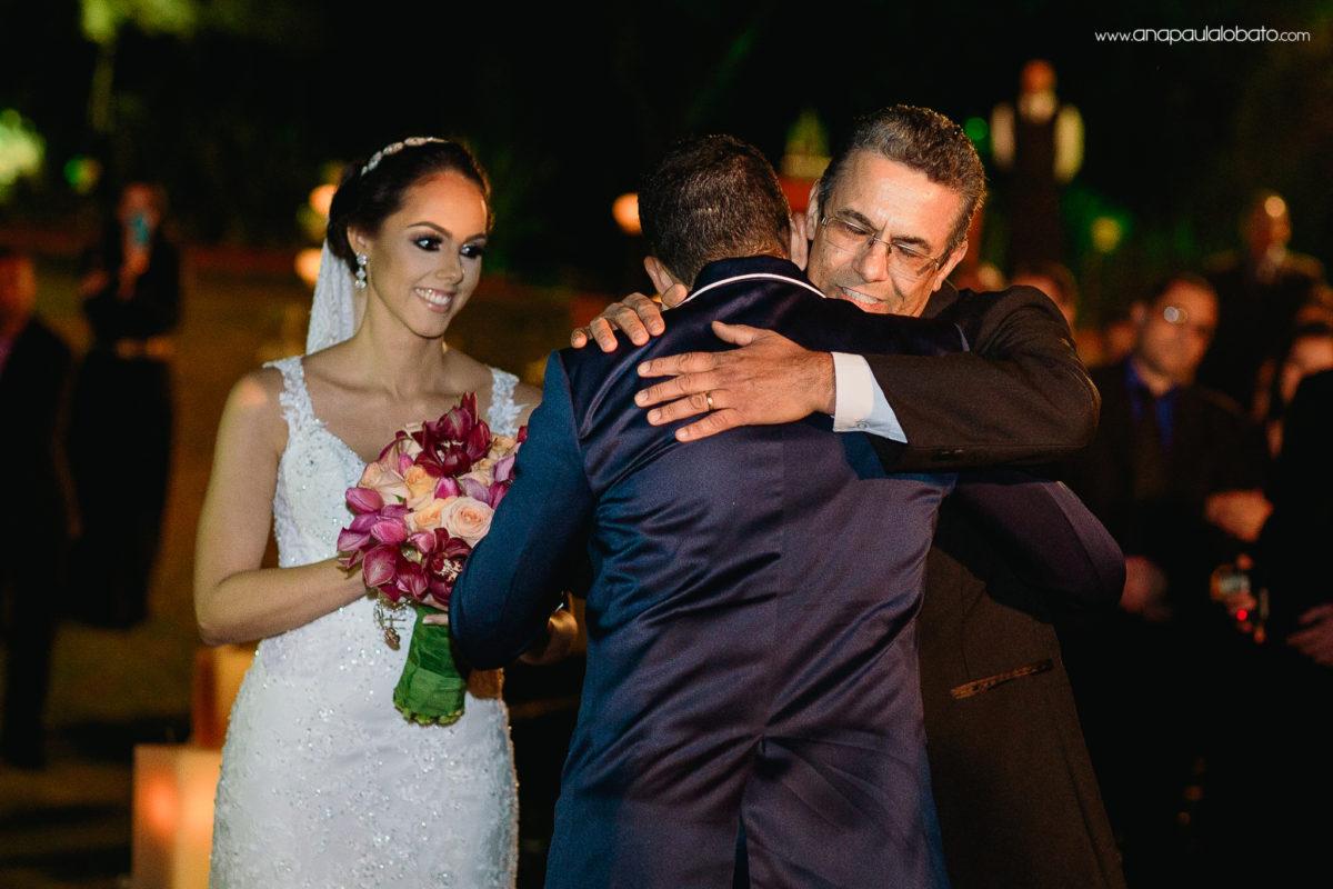 abraço pai noiva no noivo