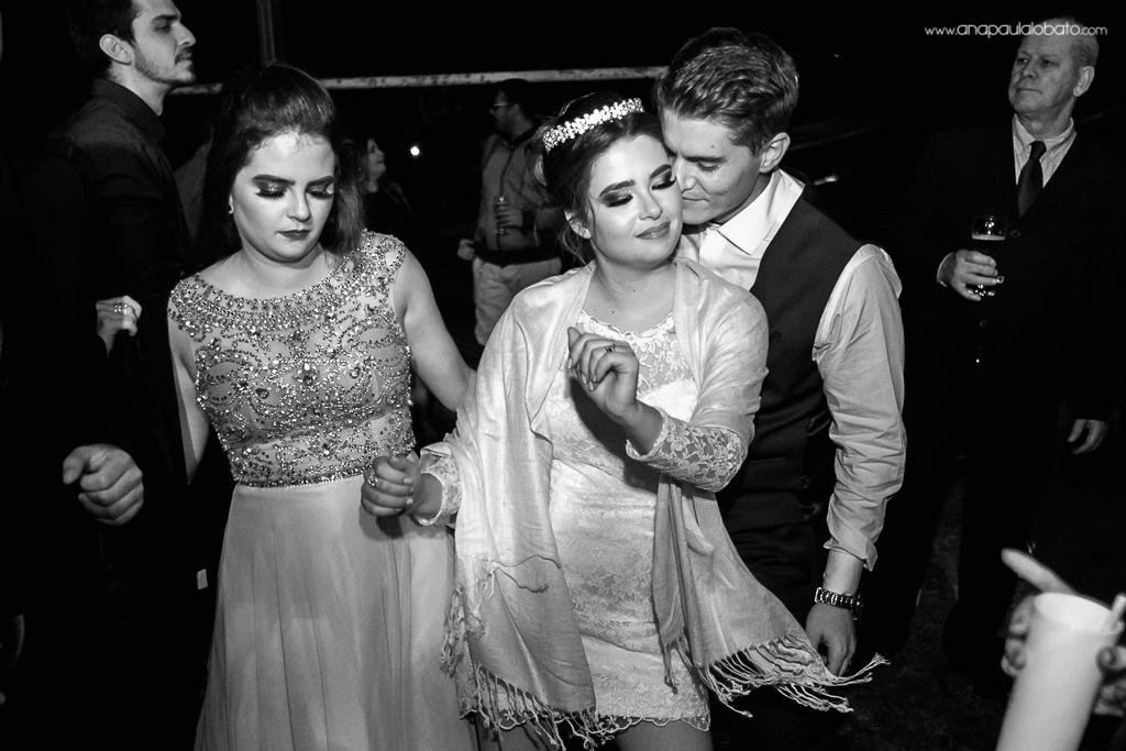 pista de dança com noivos