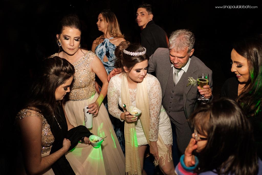 dança animada no casamento