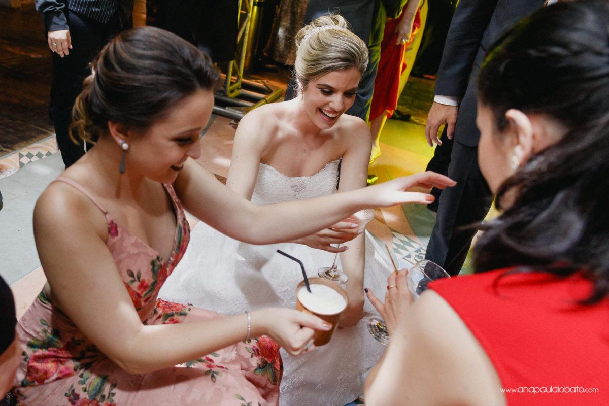 Braut Spaß tanzen in ihrer Hochzeit