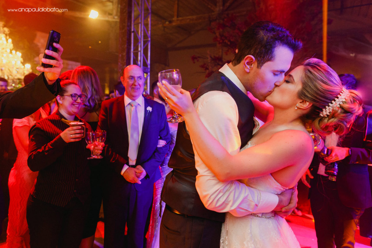 wedding colorful kiss