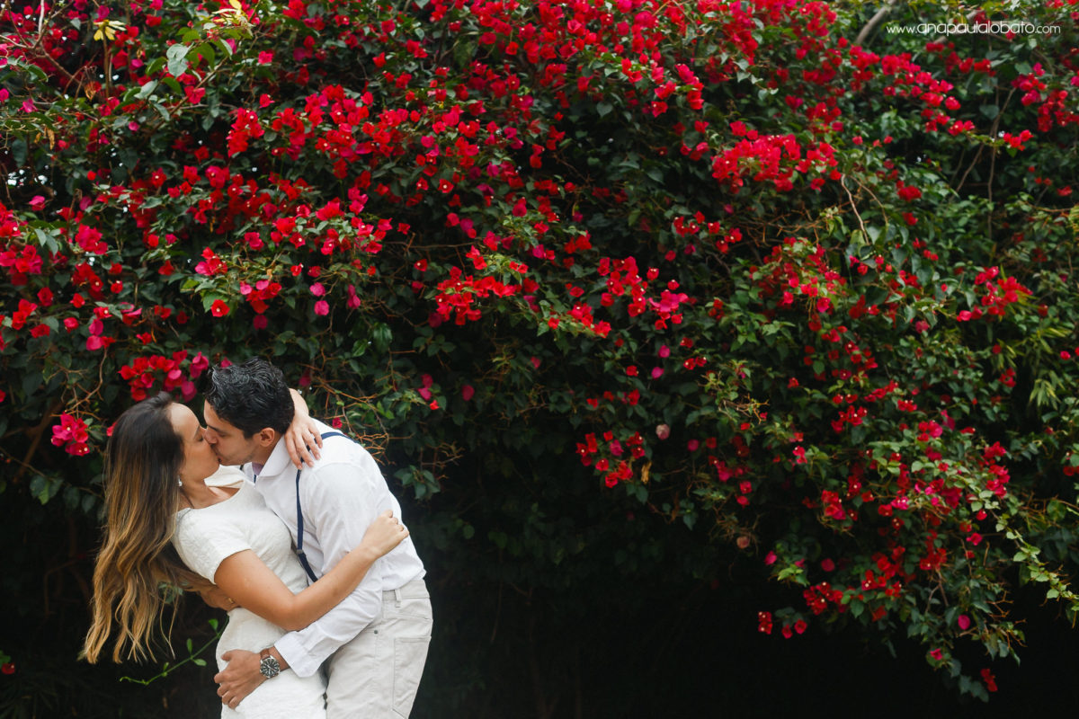 casal beijo flores primavera