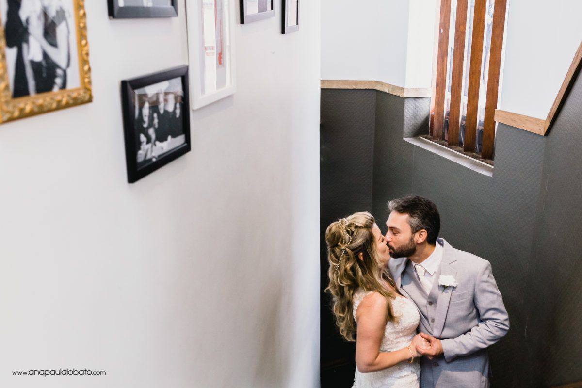 bride kiss groom