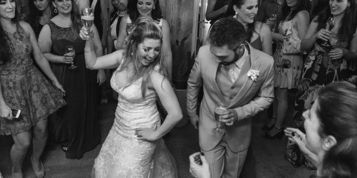 couple dancing wedding