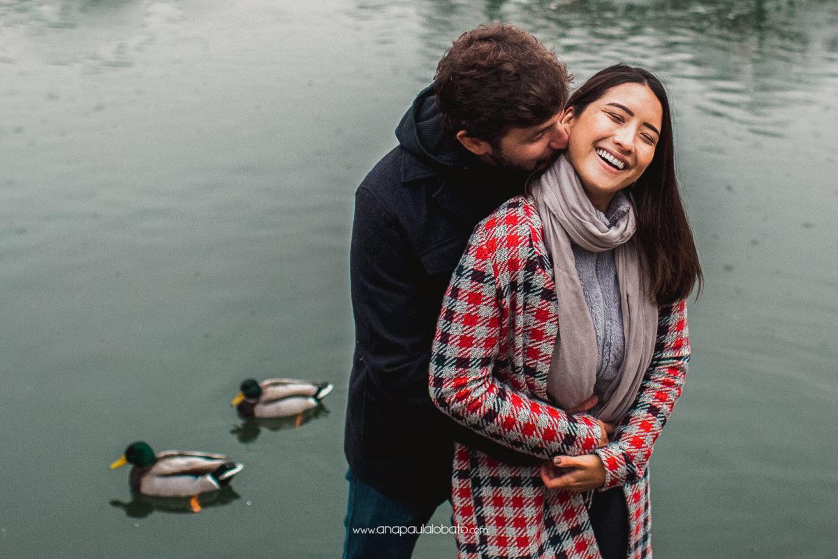 romantische Verlobungsfotos mit Enten monrepos