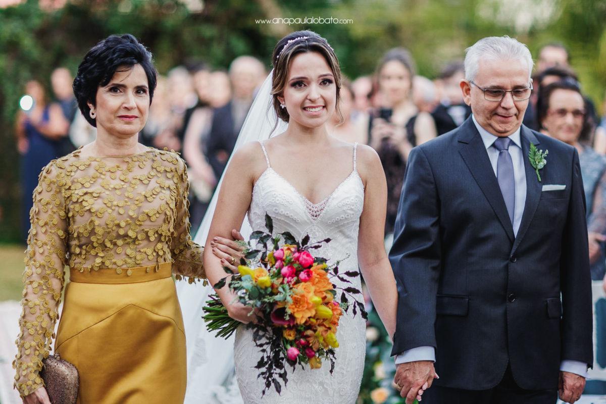 fotógrafo de casamento em BH captura noiva emocionada