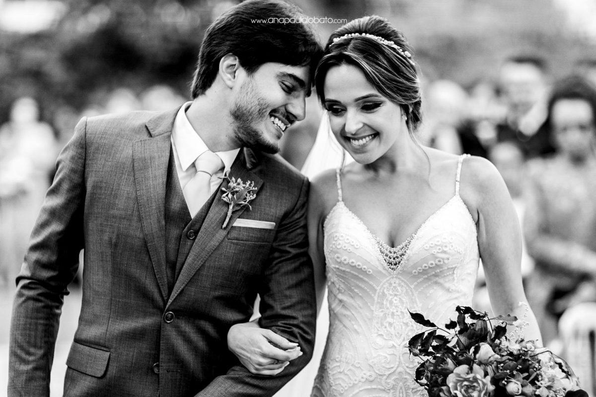 foto emocionante em casamento de dia