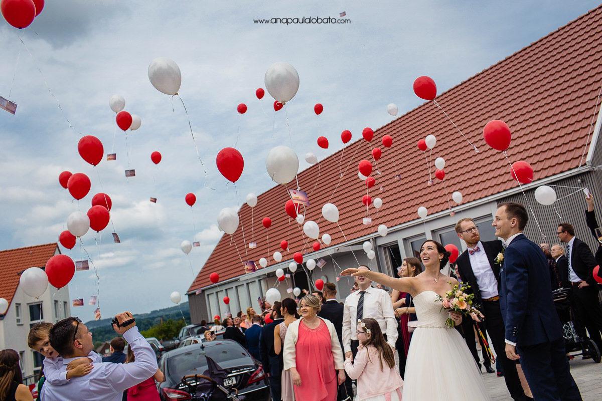balões em casamento europeu