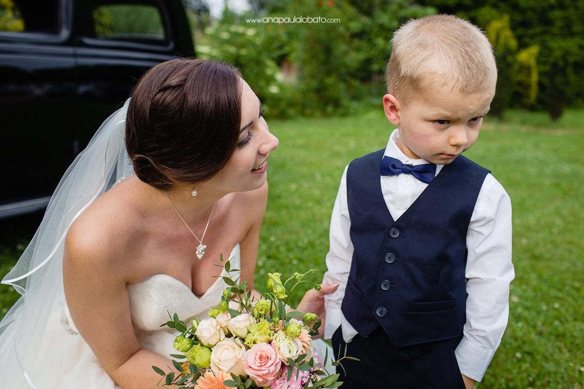 criança fofinha em casamento incrível em esslingen