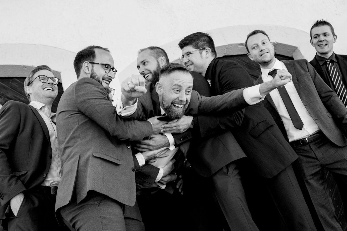fun wedding photos in germany