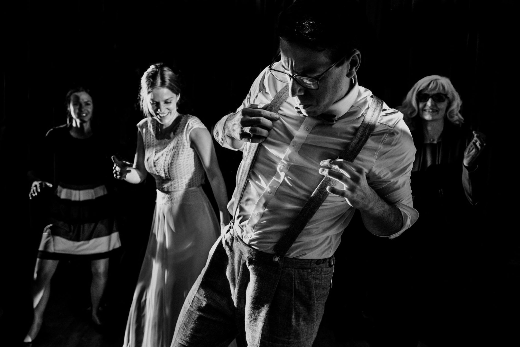 dancing wedding photos