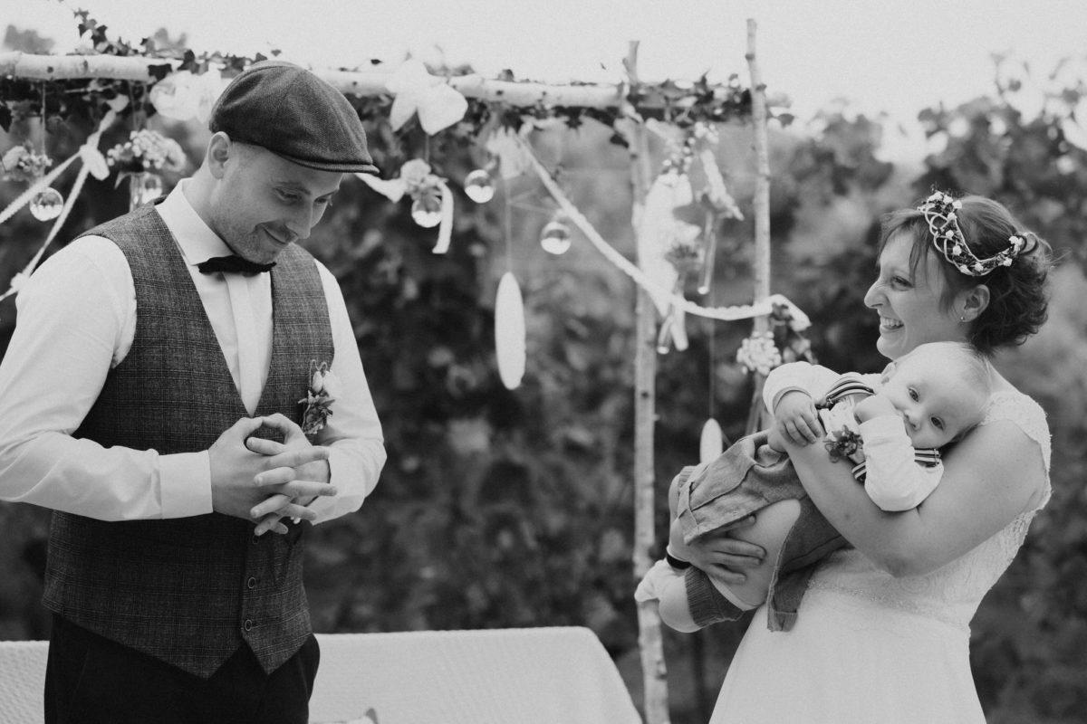 groom making vows